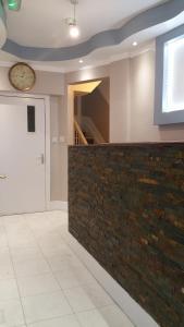 The lobby or reception area at Ali Inn Oxford