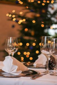 Ein Restaurant oder anderes Speiselokal in der Unterkunft Hotel Goldner Anker