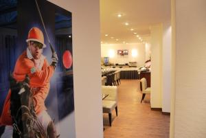 A restaurant or other place to eat at Hotel Krone Aachen   City-Eurogress