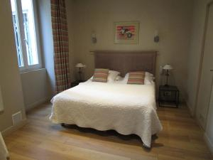 A bed or beds in a room at Nice Garden Hotel