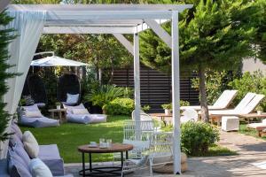 A garden outside Sea View Hotel