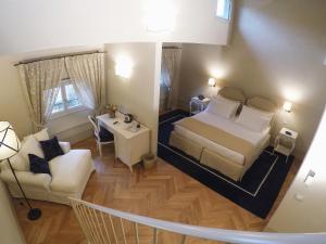 Letto o letti in una camera di Palazzo della Stufa Residenza D'Epoca