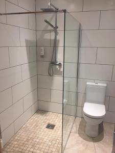 A bathroom at Fiddlers Green