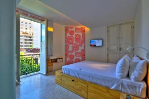 A bed or beds in a room at Belga Hotel
