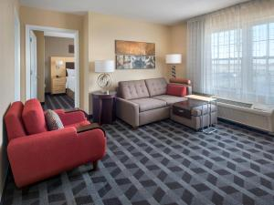 A seating area at TownePlace Suites Republic Airport Long Island Farmingdale
