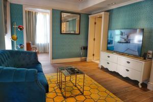 A seating area at Hotel Madera Hollywood
