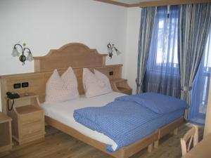 A bed or beds in a room at Chalet Degli Angeli