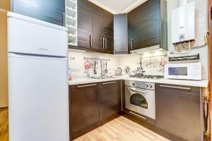 Кухня или мини-кухня в Welcome Home Apartments Nevskiy 82