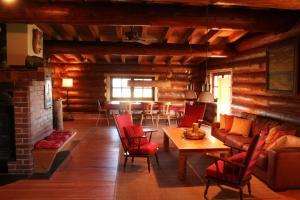 Ein Sitzbereich in der Unterkunft Dein Blockhaus