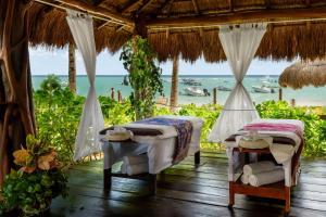 Ein Restaurant oder anderes Speiselokal in der Unterkunft The Reef Coco Beach & Spa- Optional All Inclusive