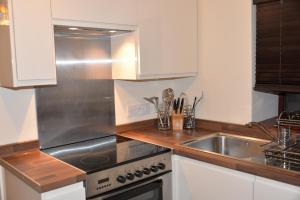 A kitchen or kitchenette at Dalmaik Cottage Annex