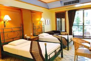 Een bed of bedden in een kamer bij Pung-Waan Resort & Spa