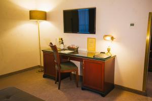 Телевизор и/или развлекательный центр в Роял Плаза