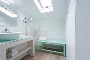 A bathroom at Casa do Outeiro - Arts & Crafts Boutique Hotel