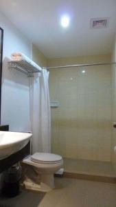 A bathroom at Circle Inn - Iloilo City Center