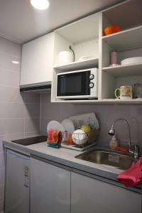 A kitchen or kitchenette at Zzzip Guesthouse in Hongdae