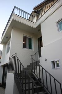 A balcony or terrace at Zzzip Guesthouse in Hongdae
