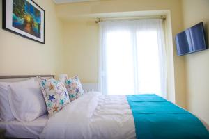 A bed or beds in a room at Apartments Holiday