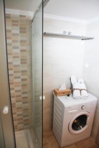 A bathroom at Apartments Holiday