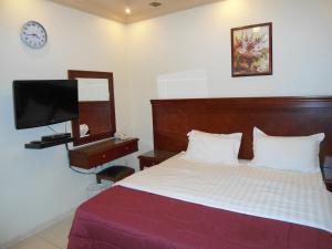 Cama ou camas em um quarto em Durat Al Matar Apartment