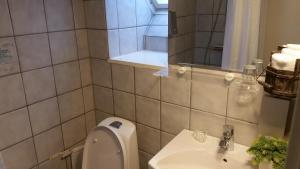 Et badeværelse på Hotel Færgegaarden Faaborg