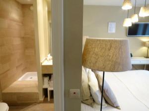 Een bed of bedden in een kamer bij Hotel Alegria