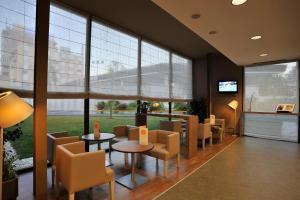 The lounge or bar area at Campanile Málaga Airport