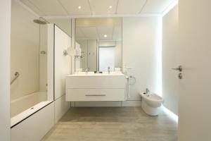 A bathroom at Sandos Papagayo