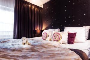 Łóżko lub łóżka w pokoju w obiekcie Arctic Light Hotel