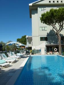 Piscina di Hotel Brasilia o nelle vicinanze