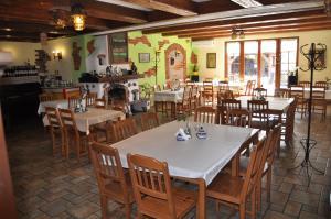Restauracja lub miejsce do jedzenia w obiekcie Gościniec Gryszczeniówka