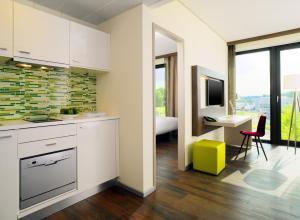 A kitchen or kitchenette at Element Frankfurt Airport Hotel