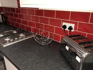 A kitchen or kitchenette at JO Wordsworth Apartment