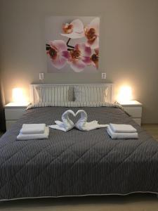 Кровать или кровати в номере Мoskovskie-Vorota Studios 2