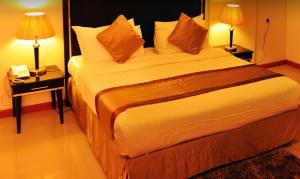 Cama ou camas em um quarto em Nelover Hotel Hafar