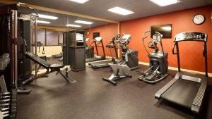 The fitness centre and/or fitness facilities at Best Western Maple City Inn