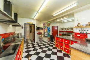 A kitchen or kitchenette at Tahuna Pod Hostel