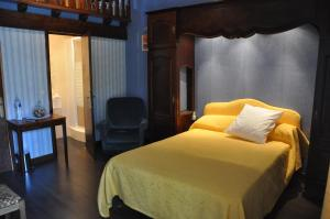 A bed or beds in a room at Domaine de Hurlevent