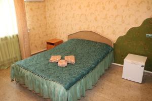Кровать или кровати в номере Gostiny Dvor Miami