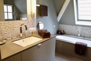 A bathroom at B&B Huis Koning