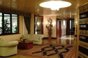 The lobby or reception area at Hotel Leonardo Da Vinci