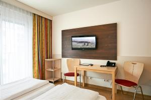 A television and/or entertainment centre at Hotel Kolping Wien Zentral