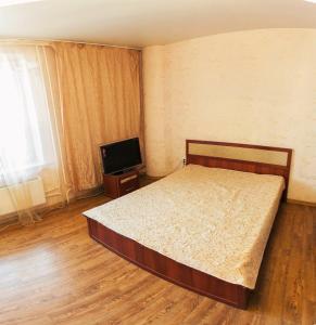 Кровать или кровати в номере Apartment-Studio in City centre on 50 Let VLKSM 13