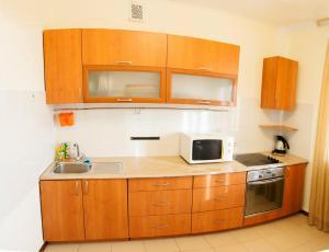 Кухня или мини-кухня в 1-room Apartment in city Centre on Maksima Gorkogo street 83