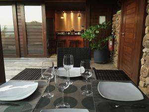 Um restaurante ou outro lugar para comer em Villa Taura