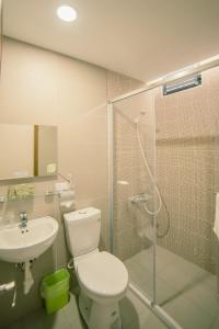 A bathroom at Chia Kon Hotel
