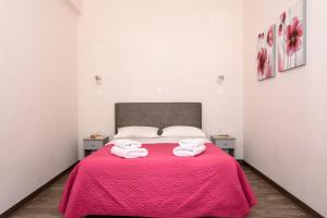 A bed or beds in a room at Unique Galini Oia - Adults Only