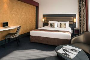 A bed or beds in a room at Mercure Lyon Centre - Gare Part Dieu