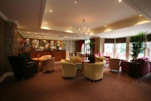 The lounge or bar area at Farington Lodge Hotel