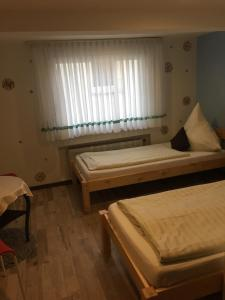A bed or beds in a room at Hotel Hubertus